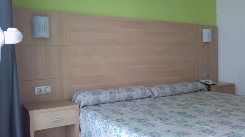 nuevo mobiliario de madera para el hotel perla de benidorm alicante renovacin de puertas de acceso a las puertas interiores